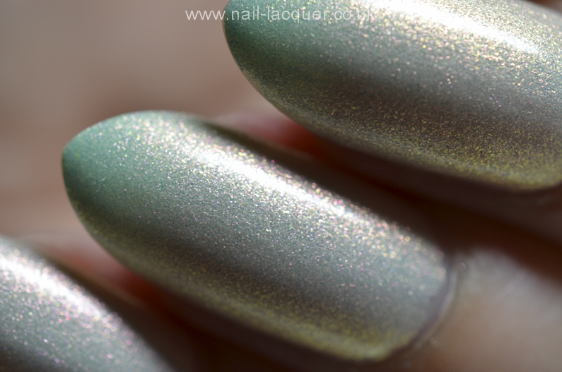 F.U.N-Lacquer-pink-tulips-on-the-green (1)