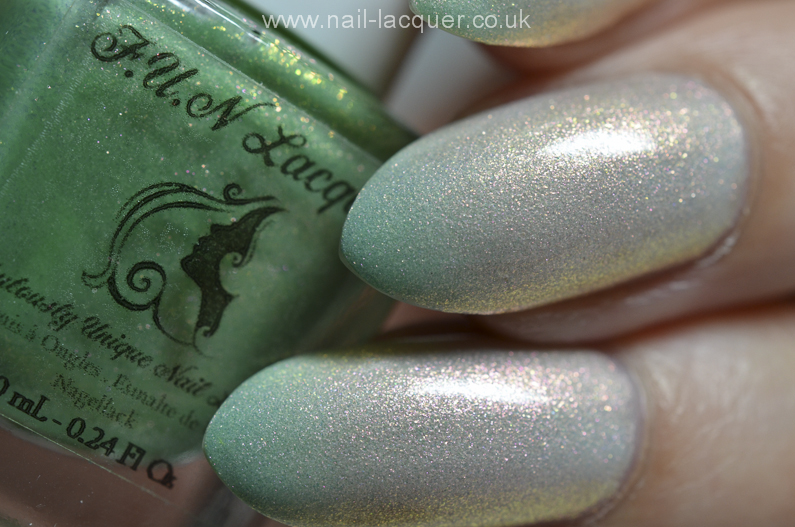F.U.N-Lacquer-pink-tulips-on-the-green (2)
