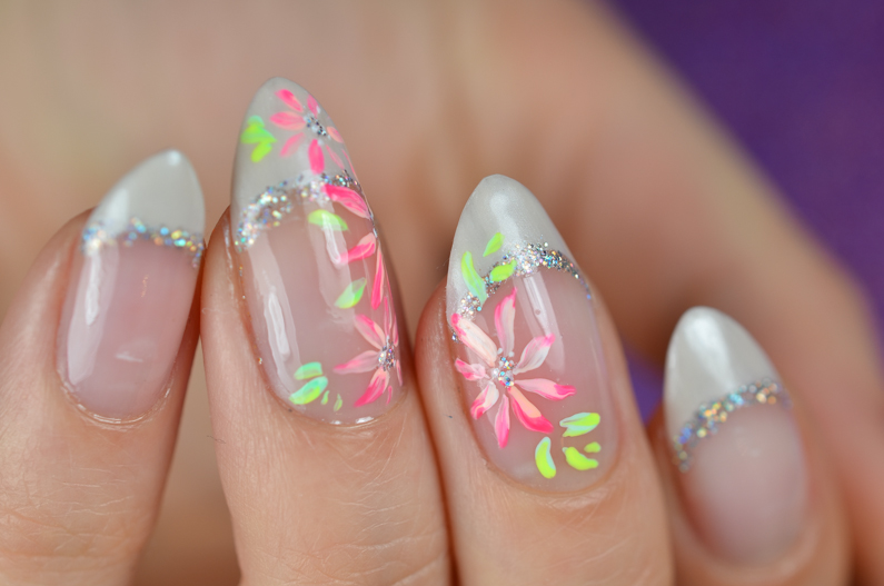 french-manicure-with-flowers (4)