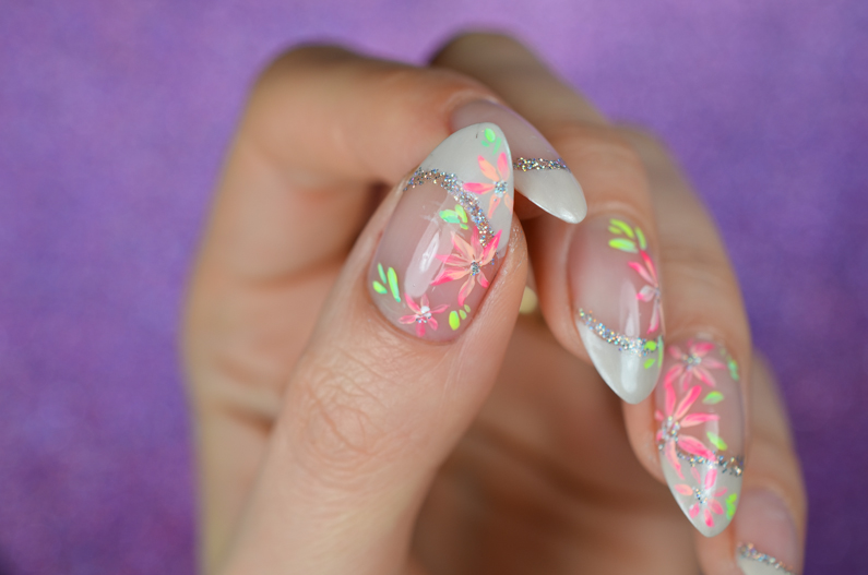 french-manicure-with-flowers (5)
