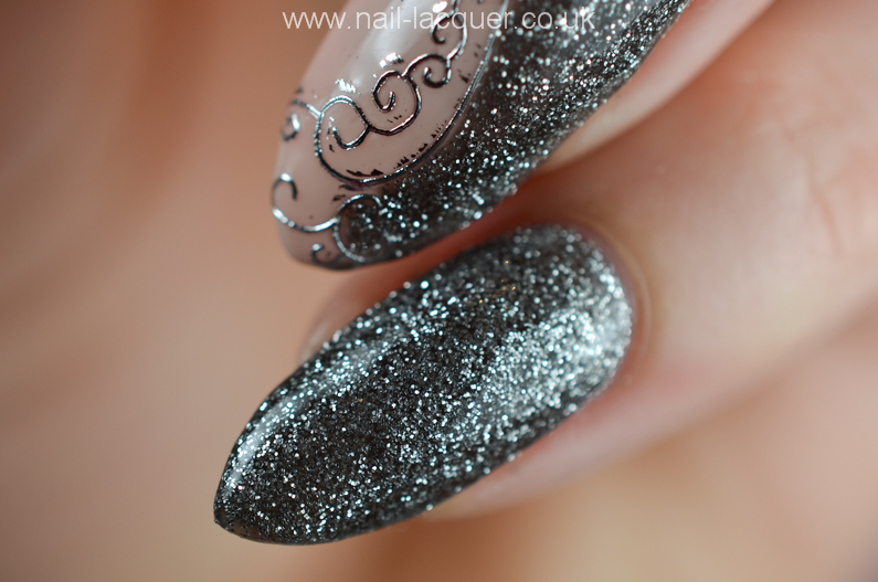 NailFX-gel-polish-in-nude-and-gun-metal (7)